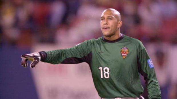 586935-may-2001-goalkeeper-tim-howard-of-the-new-york-new-jersey