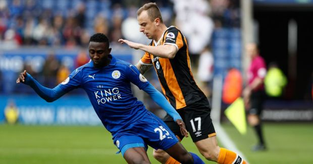 Leicester-Citys-Wilfred-Ndidi-in-action-with-Hull-Citys-Kamil-Grosicki.jpg