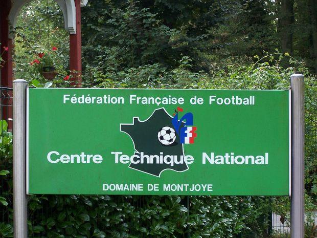 1200px-Clairefontaine-en-Yvelines_Montjoie.JPG